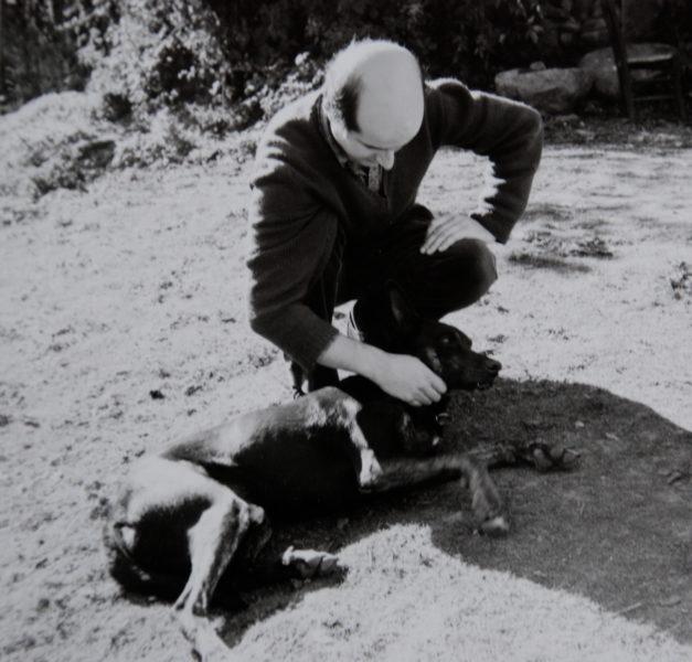 Pierre Guyotat et son chien Amizour - Années 70